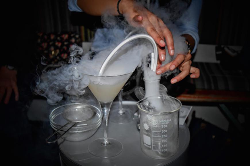 Cet-été-un-bar-à-cocktails-Breaking-Bad-va-ouvrir-à-Paris-5