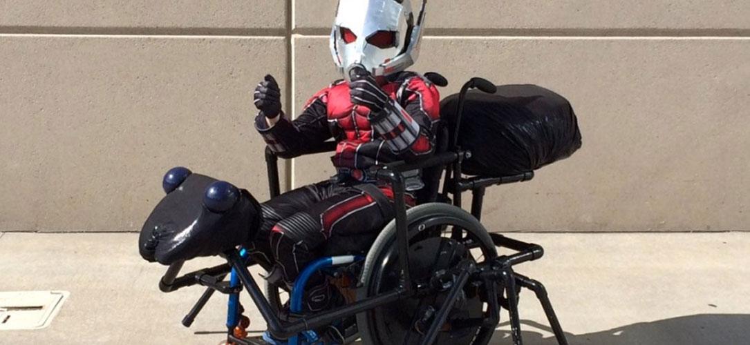 enfant-handicape-cosplay-ant-man-une