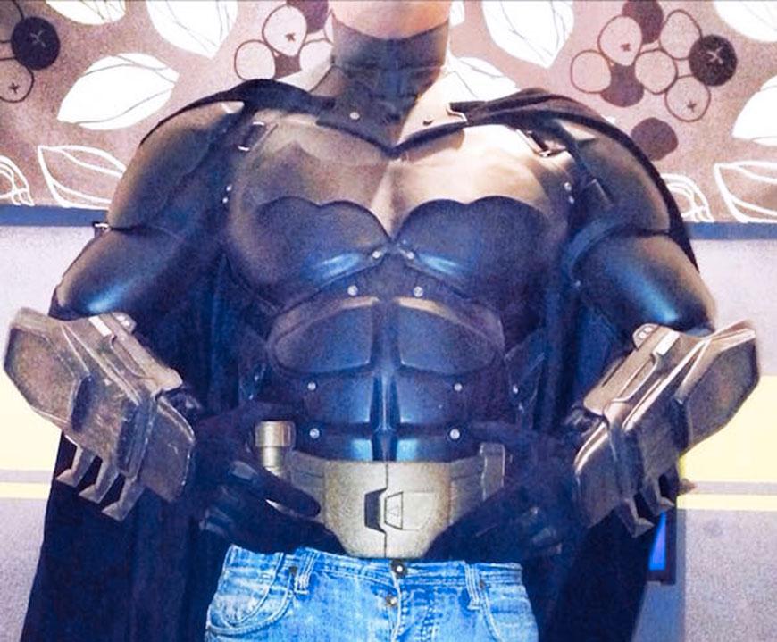 ils-creent-un-splendide-costume-de-batman-entierement-realise-grace-a-limpression-3d-4