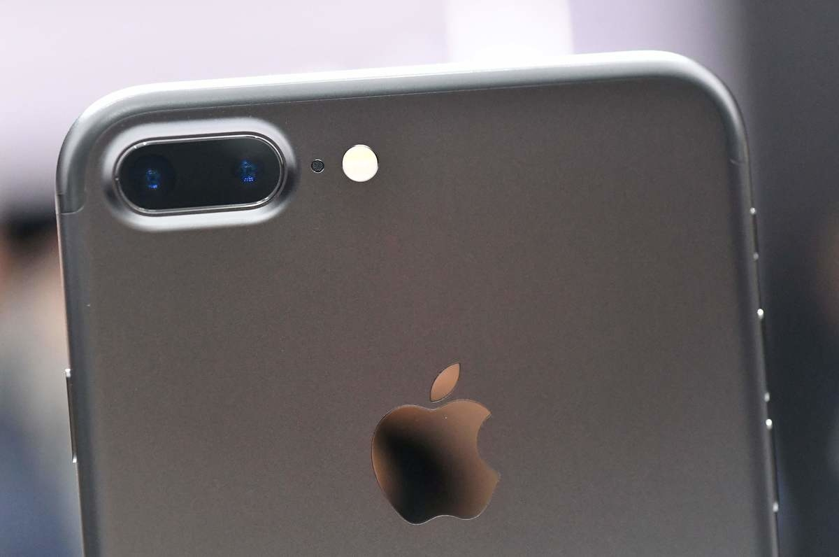 apple-holds-press-event-to-introduce-new-iphone_original-4