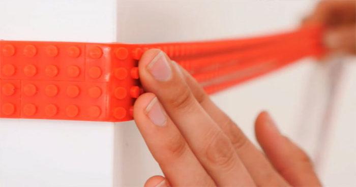 Une bande adhésive LEGO qui vous permet de construire des LEGO n'importe où!