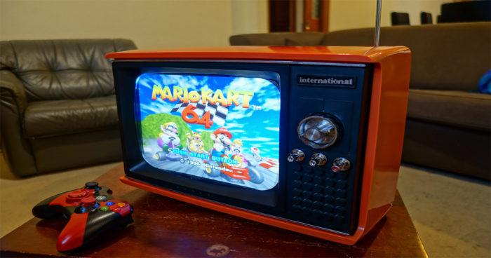 Il a transformé une vieille télé portable en console rétro!