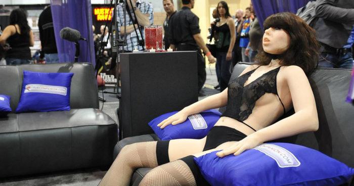 Voici Frigid, un robot sexuel programmé pour se faire violer!