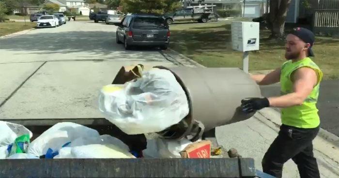 Un éboueur sur Twitch a découvert ce que tout gamer rêverait de trouver dans une poubelle!