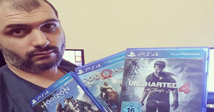 Ce gamer vient d'entrer dans le livre des records guinness grâce à ses trophées PS4