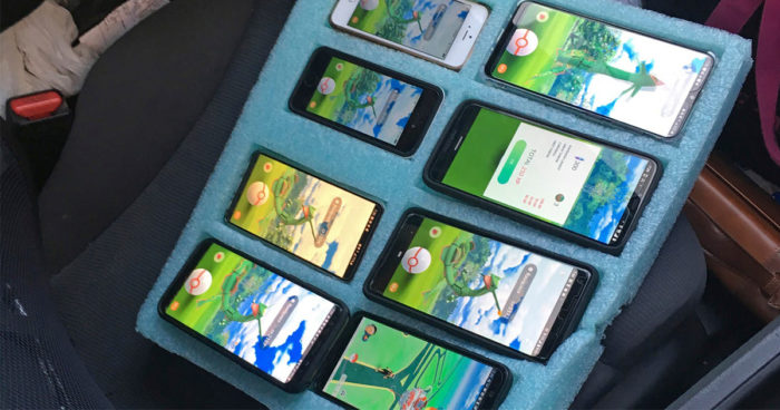 Un joueur a été arrêté dans sa voiture en train de jouer à Pokémon Go sur huit téléphones