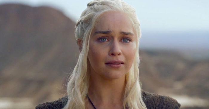 Game of Thrones: Emilia Clarke dit avoir pleuré pendant les scènes de nudités