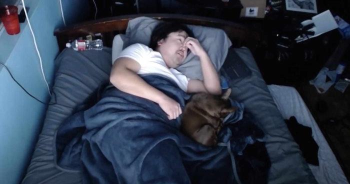 Il gagne 16 000$ en une seule nuit sur Twitch en laissant les spectateurs le déranger avec des bruits