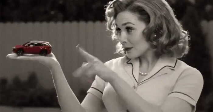Elizabeth Olsen est de retour dans son rôle de Scarlet Witch pour une pub de Hyundai